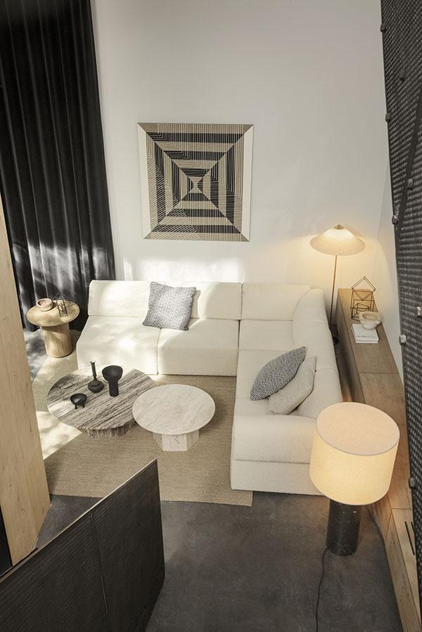 Moon Lounge Table en Wonder Sofa van GUBI